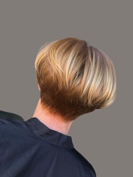 taglio capelli corti caschetto